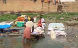 Vie quotidienne le long des banques de la rivière de Ganes Photographie stock libre de droits