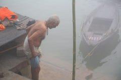 Vie quotidienne le long des banques de la rivière de Ganes Photos libres de droits