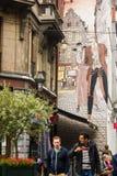 Vie réelle et bandes dessinées ensemble dans des rues de Bruxelles Image libre de droits