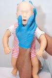 Vie respiratorie del corpo estraneo, bambino di soffocamento Fotografia Stock