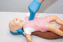 Vie respiratorie del corpo estraneo, bambino di soffocamento immagine stock libera da diritti