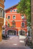 Vie strette del centro storico di Kitzbuhel Immagine Stock