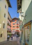 Vie strette del centro storico di Kitzbuhel Fotografia Stock Libera da Diritti