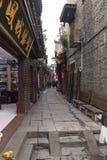 Vie strette di vecchia città di fenghuang fotografia stock