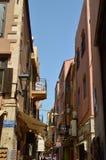 Vie strette nella vicinanza veneziana di stile dei negozi di ricordo di Chania Repeltas Viaggio di architettura di storia Fotografia Stock