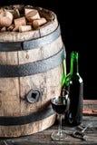 Vieil échantillon de vin dans la cave Photo stock