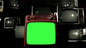 Vieil écran de vert du rouge TV Chariot dedans banque de vidéos