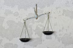 Vieil équilibre précis image stock