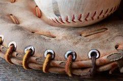 Vieil équipement de base-ball utilisé Photos stock