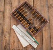 Vieil abaque, le papier avec un crayon Images libres de droits