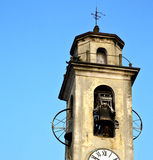 vieil abstrac l de brebbia et jour ensoleillé de cloche de tour d'église Photographie stock libre de droits
