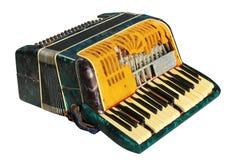Vieil accordéon cassé d'isolement sur le fond blanc photographie stock