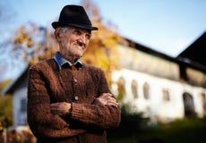 Vieil agriculteur roumain images libres de droits
