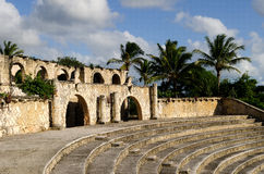 Vieil amphitheatre tropical Photo stock