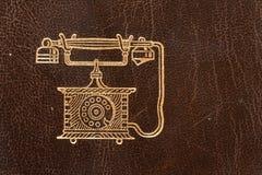Vieil annuaire téléphonique en cuir photographie stock libre de droits
