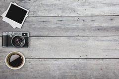 Vieil appareil-photo au rétro arrière-plan de vintage Image libre de droits