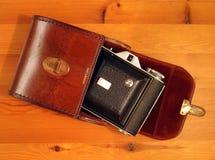 Vieil appareil-photo, avec le cas Photos stock