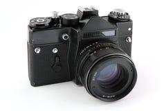 Vieil appareil-photo de film de 35mm au-dessus de blanc Photographie stock libre de droits