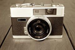 Vieil appareil-photo de photo Photos libres de droits
