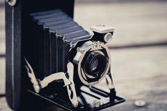 Vieil appareil-photo de pliage photo stock