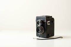 Vieil appareil-photo jumel de lentille Photos stock