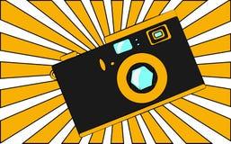 Vieil appareil-photo obsolète rétro de vintage de hippie noir et jaune d'antiquité dans la perspective des rayons oranges illustration de vecteur