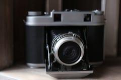 Vieil appareil-photo rétro photographie stock libre de droits