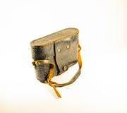 Vieil appareil-photo soviétique de télémètre dans le cas en cuir sur le backgroun blanc Image libre de droits