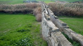 Vieil aquaduct d'abandonec dans le larnaka Photo stock