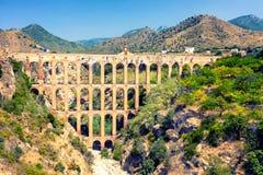 Vieil aqueduc à Nerja, Espagne Photos libres de droits