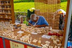 Vieil artisan japonais, concept en bois de travail photographie stock libre de droits