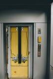 Vieil ascenseur de transport Images libres de droits