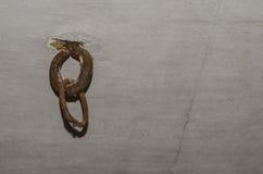 Vieil attachement d'anneau de fer Image libre de droits