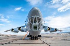 Vieil avion de charge soviétique IL-76 Images libres de droits