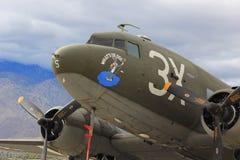 Vieil avion plat militaire Images stock