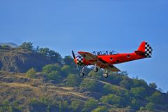 Vieil avion rouge Photo stock