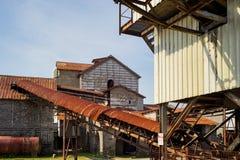 Vieil en panne d'usine ferraillé Image libre de droits