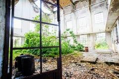Vieil ensemble industriel ruiné abandonné Photographie stock