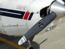 Vieil entraîneur fatigué de Cessna 152 image stock