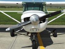 Vieil entraîneur fatigué de Cessna 152 images stock