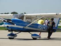 Vieil entraîneur fatigué de Cessna 150 image stock