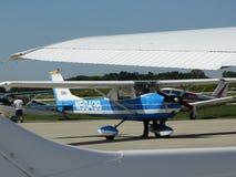 Vieil entraîneur fatigué de Cessna 150 photographie stock libre de droits