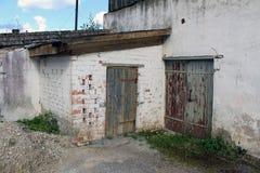 Vieil entrepôt blanc Image libre de droits