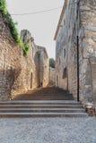Vieil escalier en pierre dans la ville de Gérone, Espagne photo stock