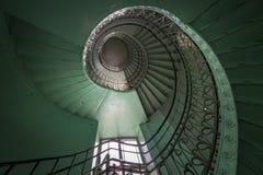 Vieil escalier vert et grunge spiralé Images stock