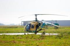 Vieil hélicoptère de saupoudrage de culture Photo stock