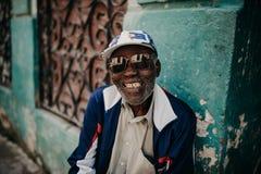 Vieil homme à La Havane photo libre de droits
