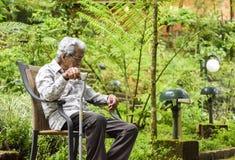 Vieil homme à la maison de vieillesse Photographie stock libre de droits