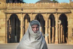 Vieil homme à la mosquée photographie stock libre de droits