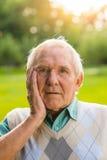 Vieil homme étonné Photographie stock libre de droits